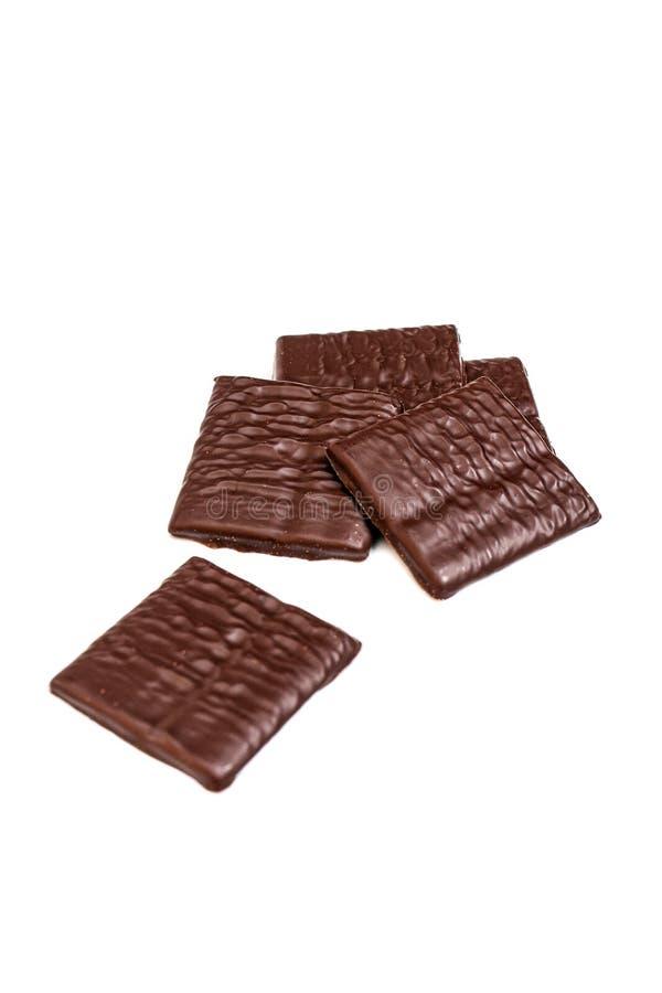 Tunt och textur av mörk choklad som isoleras på vit backdgound fotografering för bildbyråer