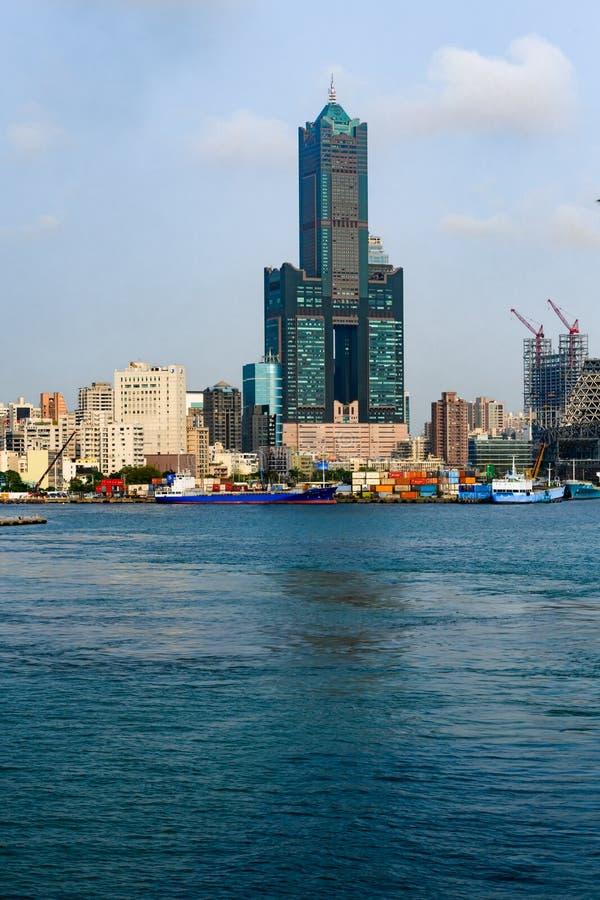 Tuntex Sky Tower en Haven van Kaohsiung, Taiwan stock foto