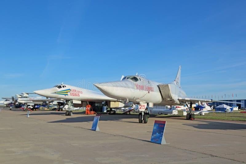 Tupolev Tu-160 i Tupolev Tu-22M3 (Biały łabędź) (Obraca się przeciwko) obrazy royalty free