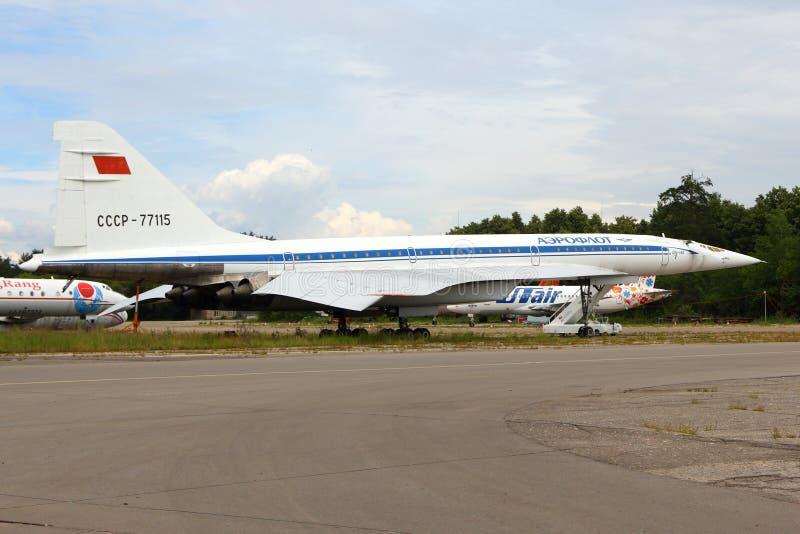 Tupolev Tu-144 RA-77115 de la oficina del diseño del Tupolev que coloca Zhukovsky durante el airshow MAKS-2015 foto de archivo