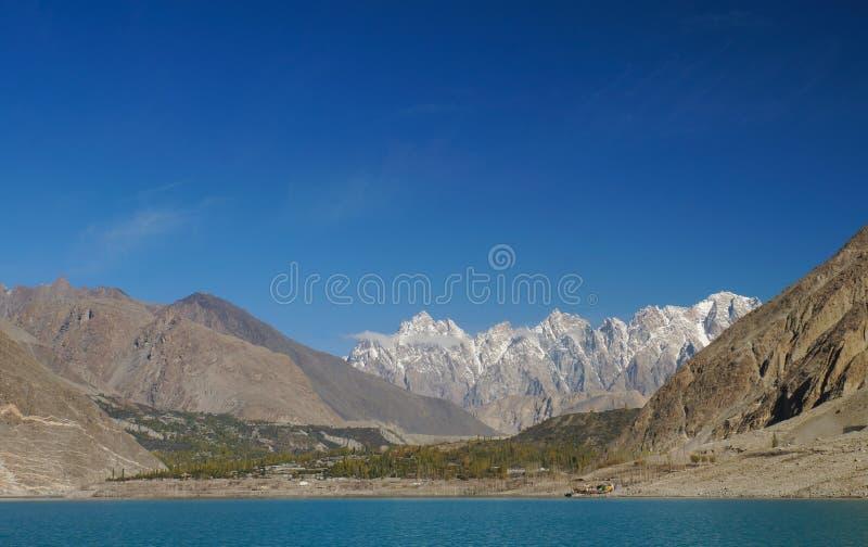Tupopdan峰顶和Attabad湖,北巴基斯坦 库存照片