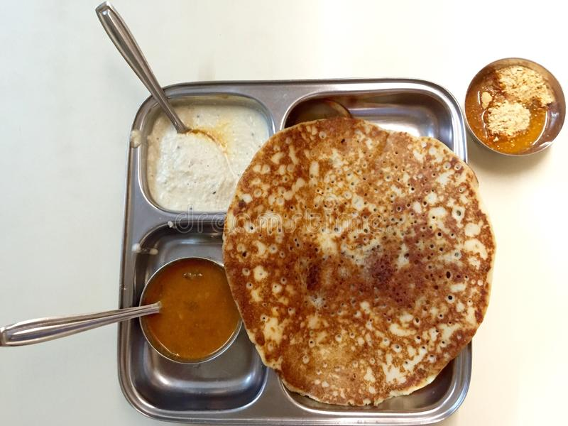 Tuppa Dosa avec Podi - cuisine du sud d'Inde (cuisine d'Udupi) image libre de droits