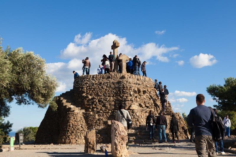 Turà ³de Les Tres Creus synvinkel över den Barcelona staden arkivbild