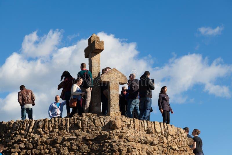 Turà ³de Les Tres Creus synvinkel över den Barcelona staden royaltyfri bild