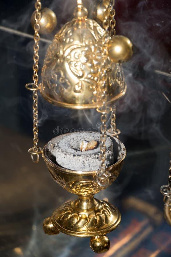 Turíbulo en nubes del humo del incienso foto de archivo libre de regalías