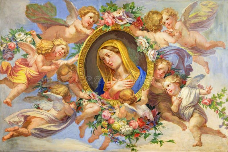 TURÍN, ITALIA: El fresco de la Virgen María entre los ángeles en Cattedrale di San Giovanni Battista y capilla de St Máximo fotos de archivo