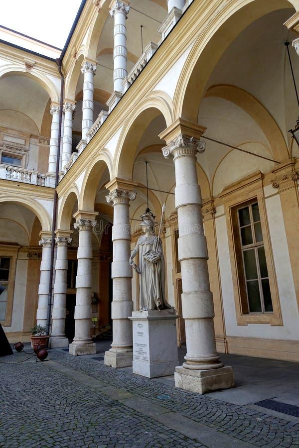 Turín la universidad de la estatua de Turín de Minerva fotografía de archivo