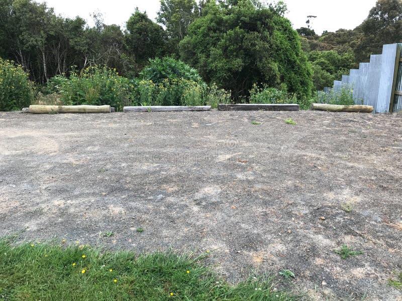 Tur för familjsemester, tomma parkeringsplatser för motorhemmet i campingplats, lycklig feriesemester av den campa bilen Tyck om  arkivbild