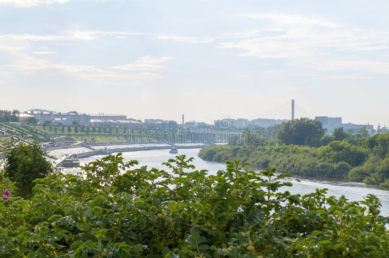 Tura River Embankment em Tyumen, Rússia foto de stock