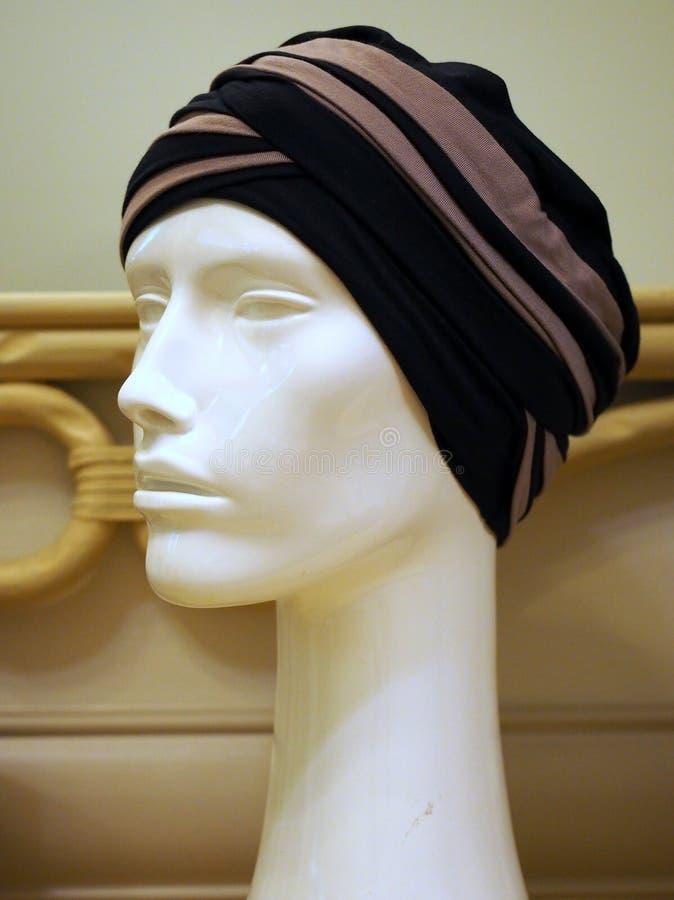 Turban de port de mannequin femelle image libre de droits