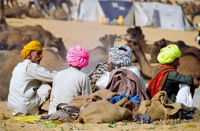 Turbantes coloridos no festival do camelo de India imagem de stock
