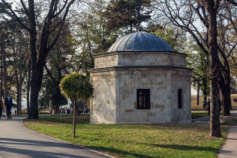 Turbe de Damad Ali Pasha na fortaleza de Belgrado e no parque de Kalemegdan no centro da cidade de Belg fotografia de stock
