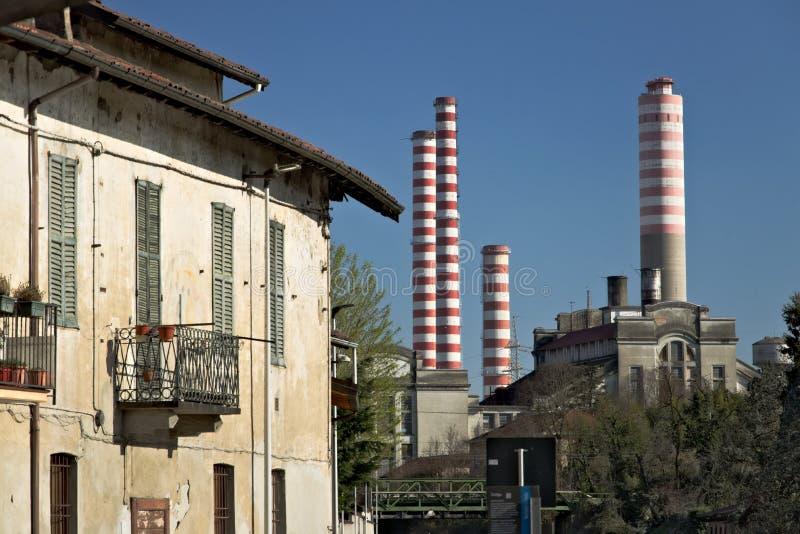Turbigo, Милан, Ломбардия, Италия 24-ое марта 2019 Электростанция Turbigo, расположенная вдоль Naviglio большого стоковые фотографии rf