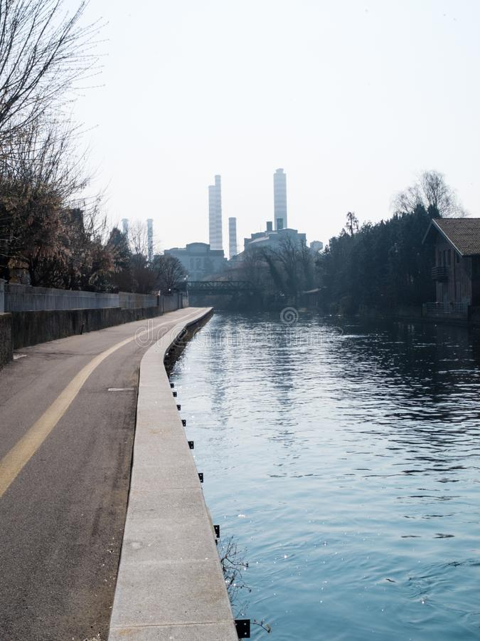 Turbigo-ITALY-03 12 2014, camini termoelettrici della pianta di Turbigo fotografia stock