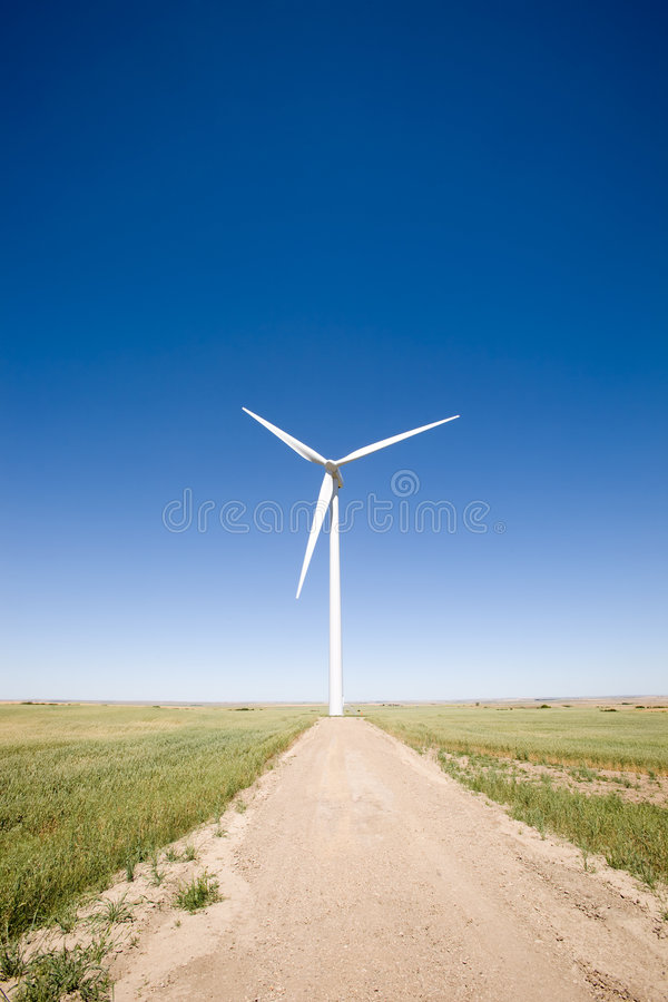 Turbina de vento na pradaria imagem de stock
