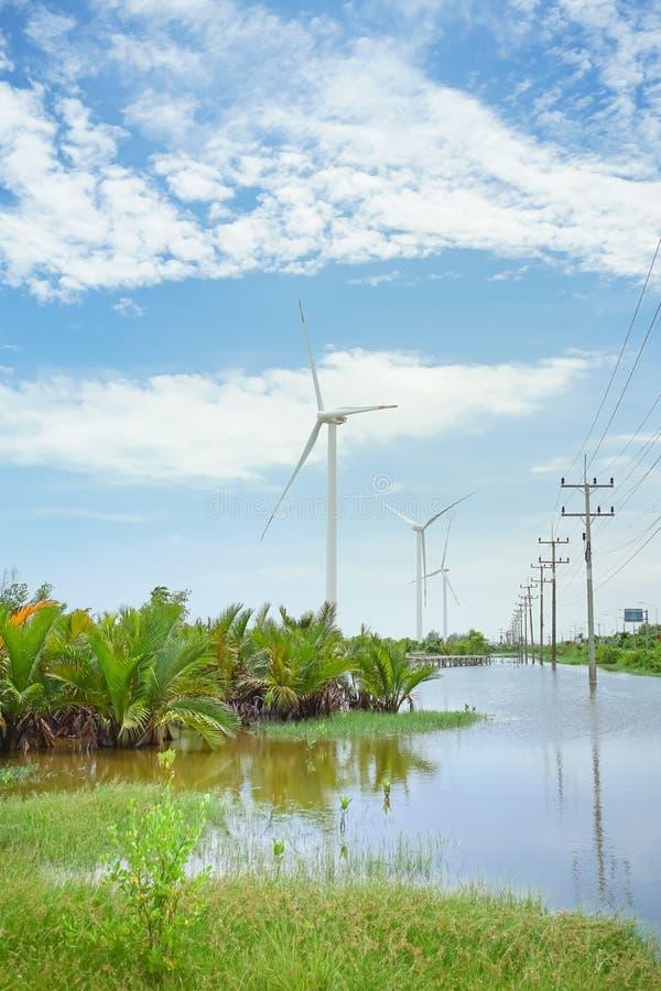 Turbina de viento en Pak Phanang, Nakhon Si Thammarat, Tailandia imagen de archivo libre de regalías