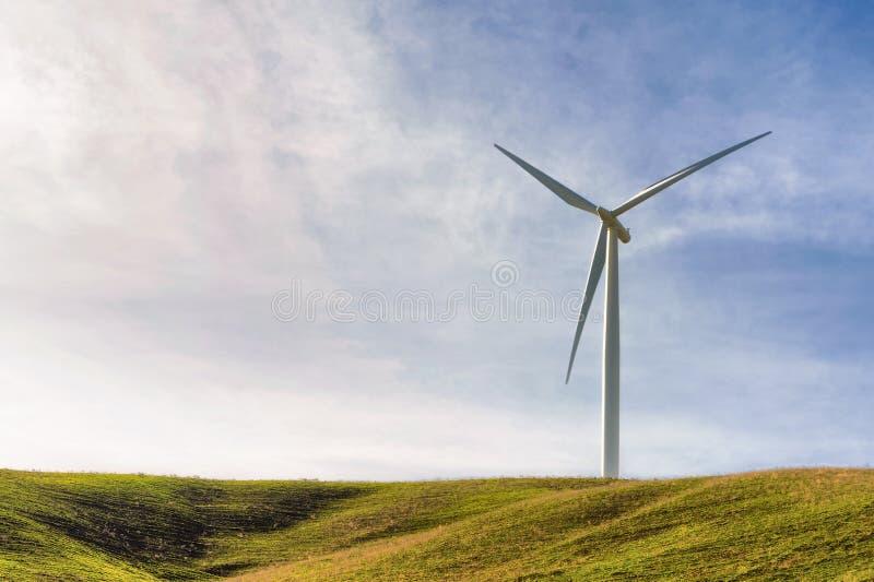 Turbina di vento sola fotografia stock