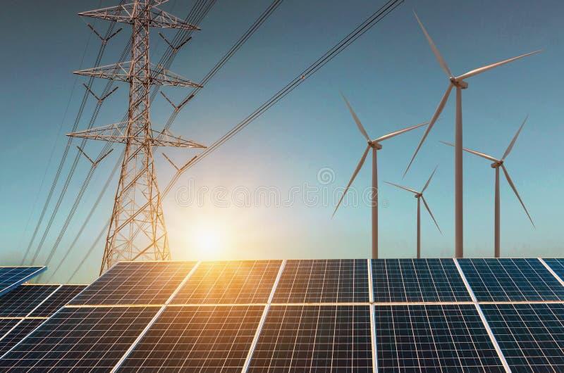 turbina eólica com painéis solares e alta tensão da eletricidade Co imagens de stock royalty free
