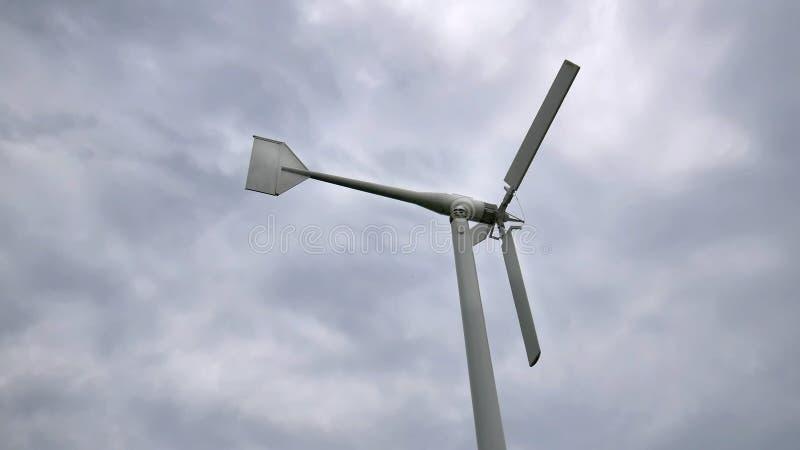 Turbina eólica de três lâminas para a geração de Electric Power foto de stock royalty free