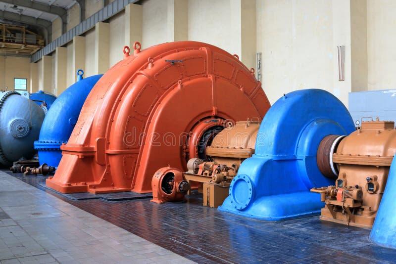 Turbina, generatore e pompa sistemata in un impianto di stoccaggio delle pompe storiche fotografia stock libera da diritti