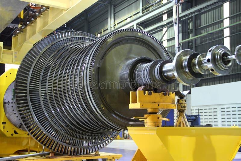 Turbina industrial en el taller foto de archivo