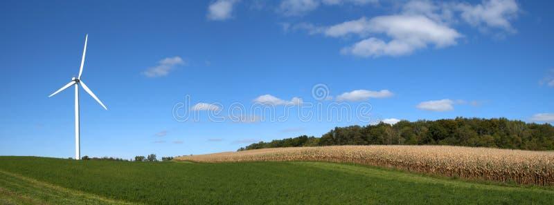 Turbina moderna del molino de viento, energía eólica, energía verde