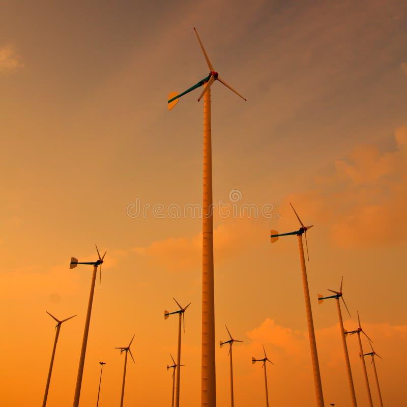 Download Turbina wiatr zdjęcie stock. Obraz złożonej z greenbacks - 41952058