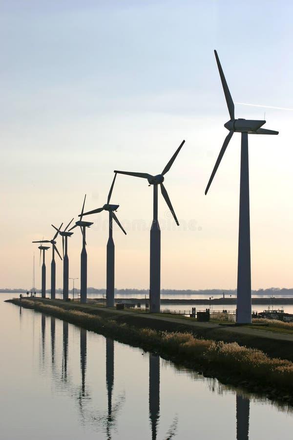 Turbinas de vento no IJsselmeer fotografia de stock