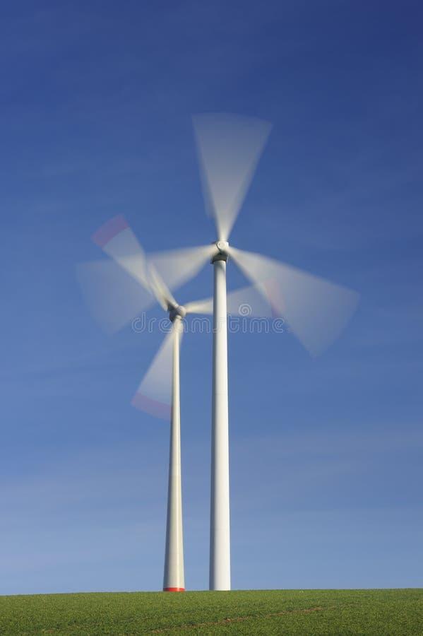 Download Turbinas De Viento En El Movimiento Imagen de archivo - Imagen de sunlight, campo: 22947897