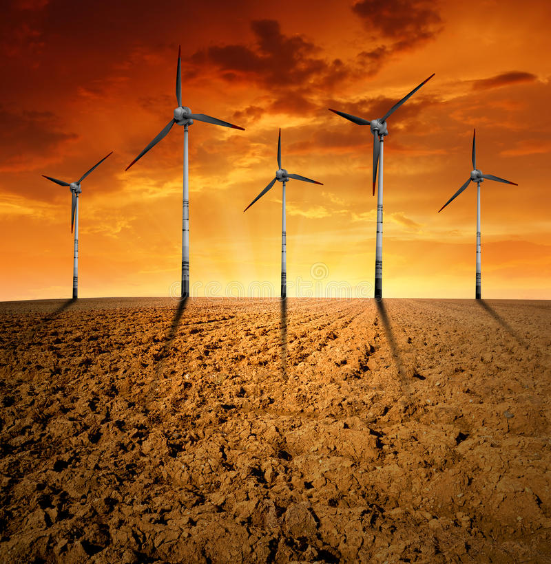 Turbinas de viento en la puesta del sol stock de ilustración