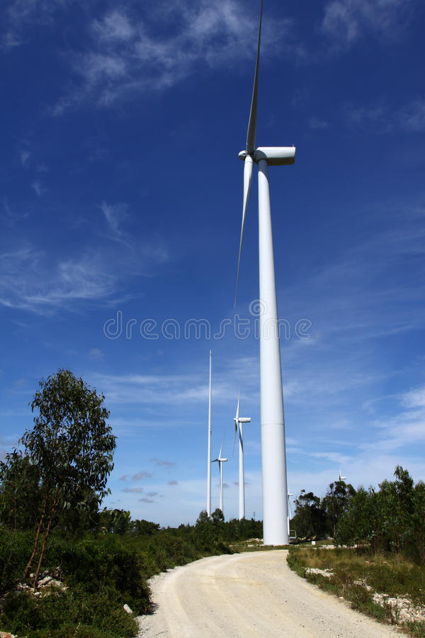 Turbinas de viento para la energía renovable fotografía de archivo