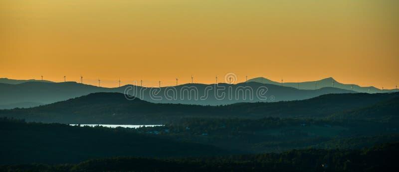 Turbinas eólicas em Vermont Ridgeline imagem de stock