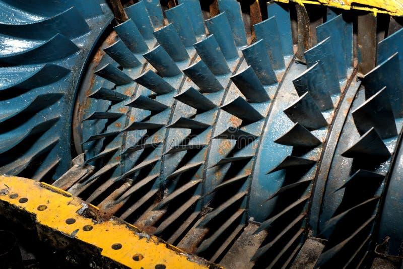Turbinblad i snitt bort av tappningjetmotorn royaltyfri bild