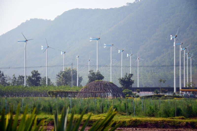 Turbine de vent ou usine de moulin à vent dans Phetchaburi Thaïlande images stock