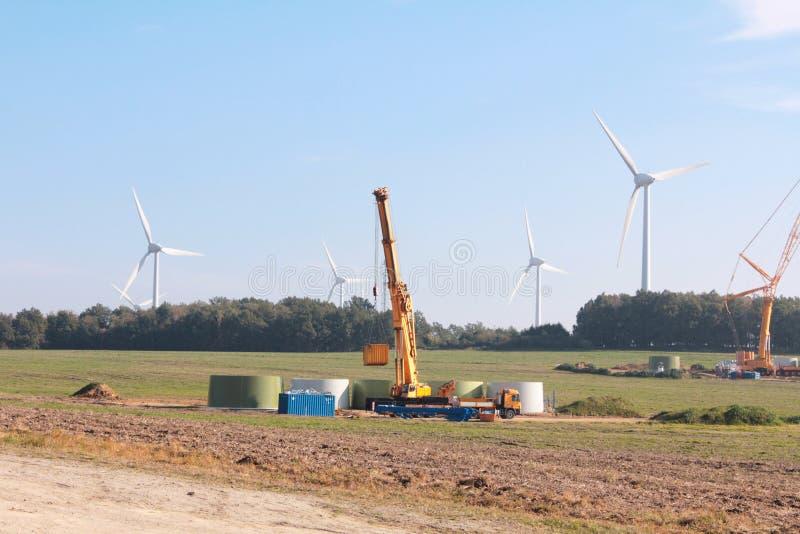 Turbine di vento alla costruzione immagine stock libera da diritti