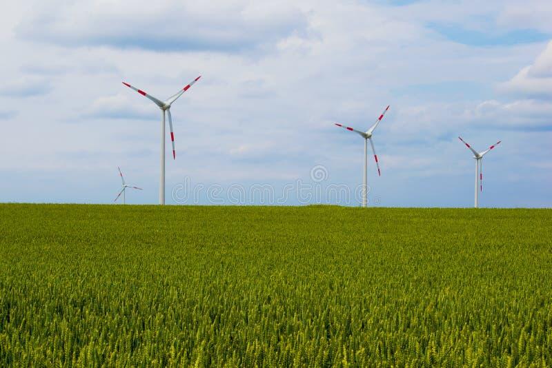 Turbine moderne de moulin à vent, énergie éolienne, énergie verte image stock