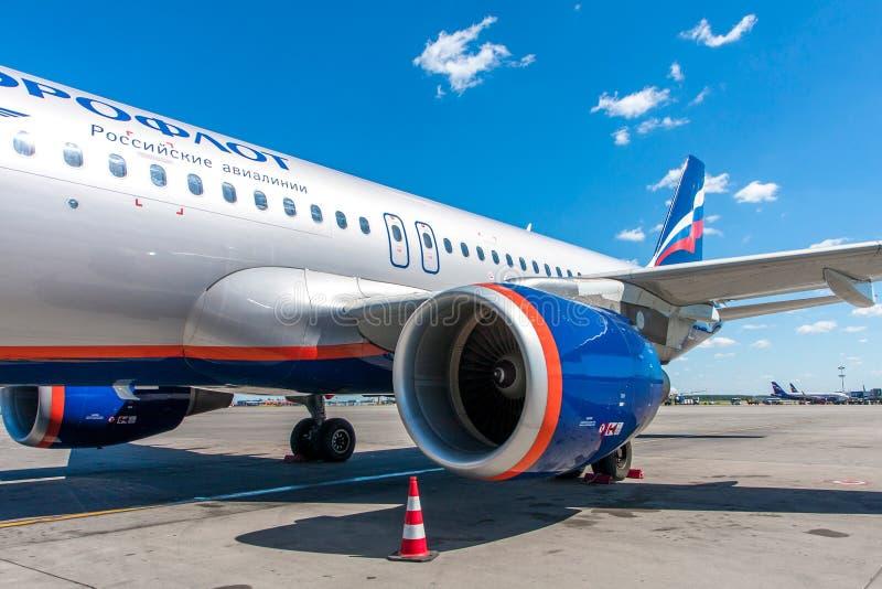 Turbine van het passagiersvliegtuig van het bedrijf van Aeroflot royalty-vrije stock fotografie