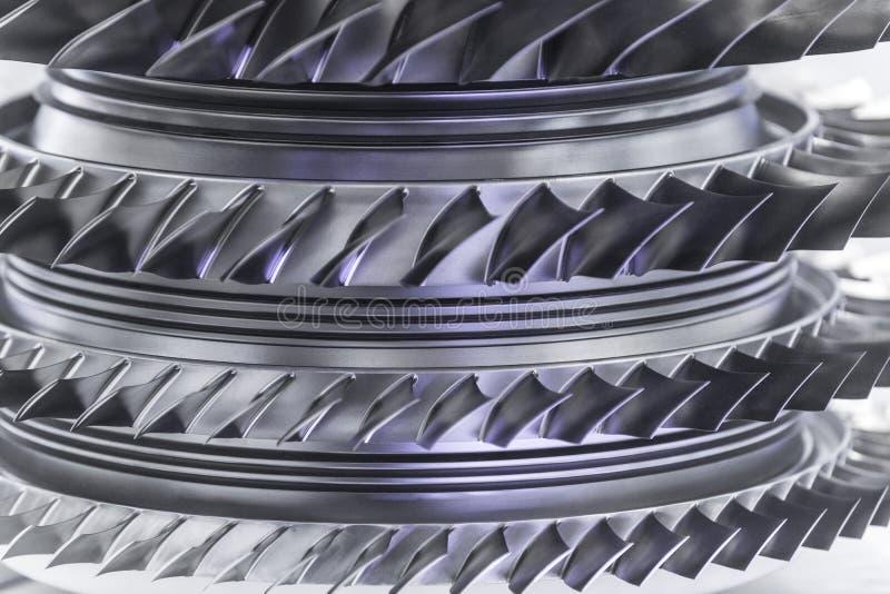 Turbinemotor Luchtvaarttechnologieën Het detail van de vliegtuigenstraalmotor in de expositie Gestemd blauw royalty-vrije stock afbeelding