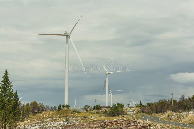 Turbiner för förnybara energikällorvindkraftväderkvarn arkivbilder