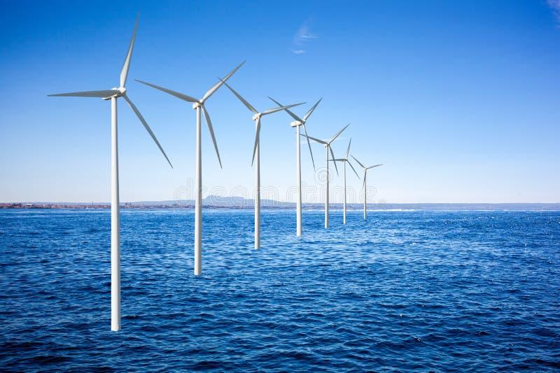 Turbiner för vindgeneratorer i havet royaltyfri foto