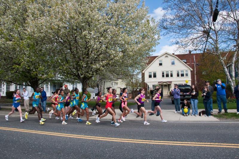 Turbines 2010 de femelle d'élite de marathon de Boston image libre de droits
