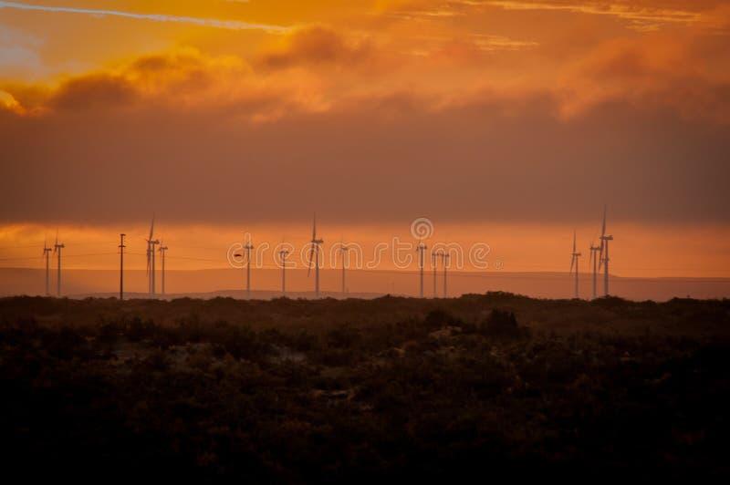 Turbines d'Eolic de la distance images libres de droits