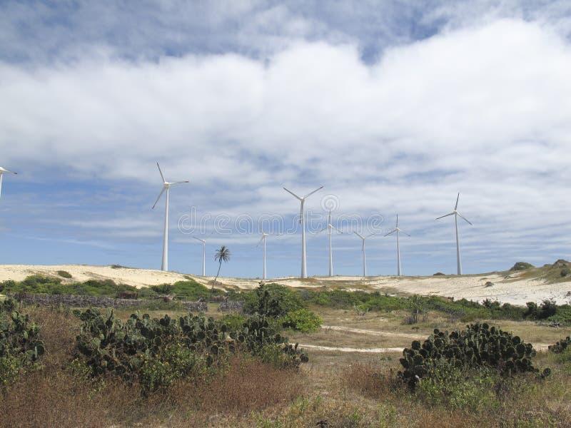 Turbines de production d'électricité - énergie éolienne images stock