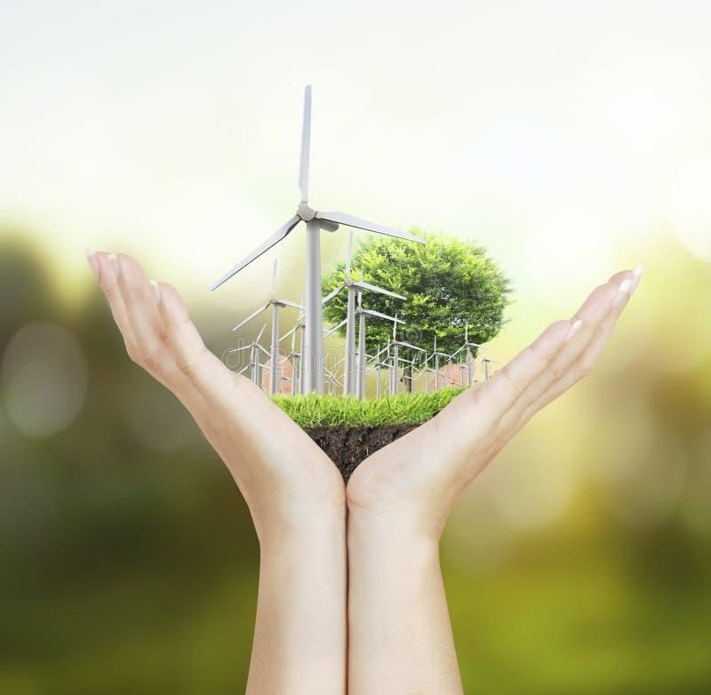 Turbines de vent dans la main photos libres de droits