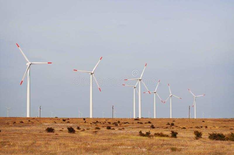 Turbines de vent dans le domaine photo stock