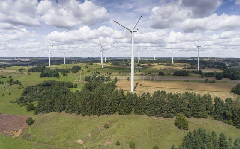 Download Turbines De Vent Dans Suwalki Poland Vue De Ci-avant Jeunes Adultes Image stock - Image du électricité, renouvelable: 76085609
