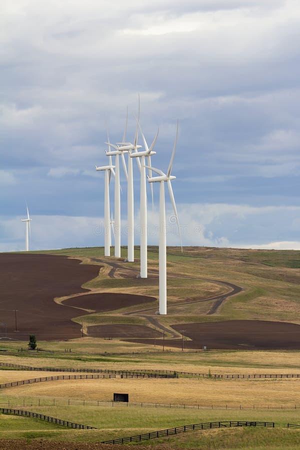 Turbines de vent en Goldendale Washington Farmland images stock