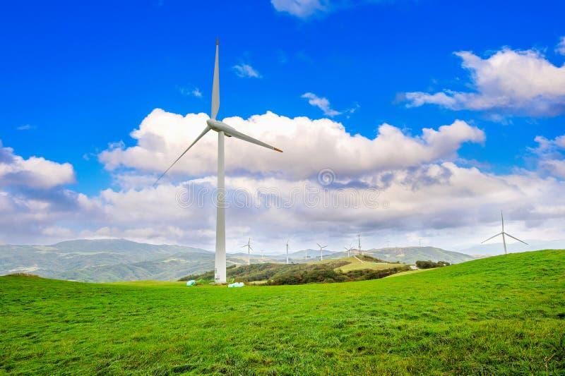 Turbines de vent produisant de l'électricité Campus de vert d'Eco en Corée image stock