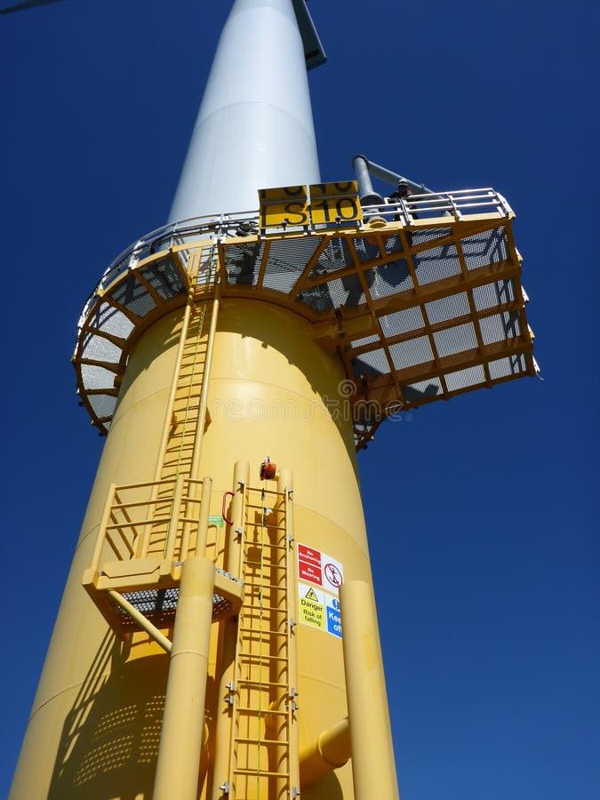 Turbines de vent, zone jaune photos libres de droits