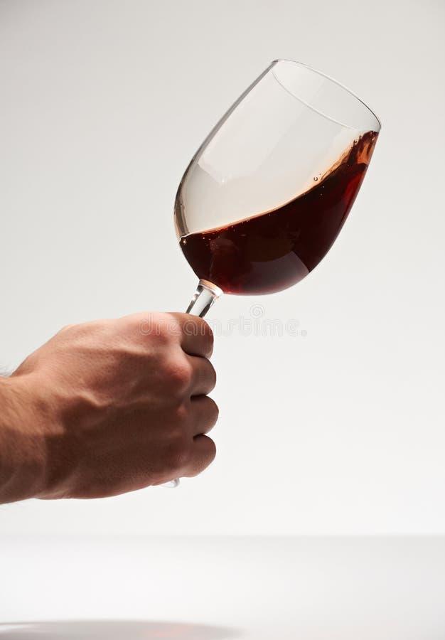 Turbinio del vino rosso in vetro fotografia stock